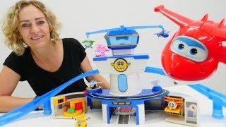 Wir packen Spielzeug aus - Ein neuer Flughafen für das Super Wings Team