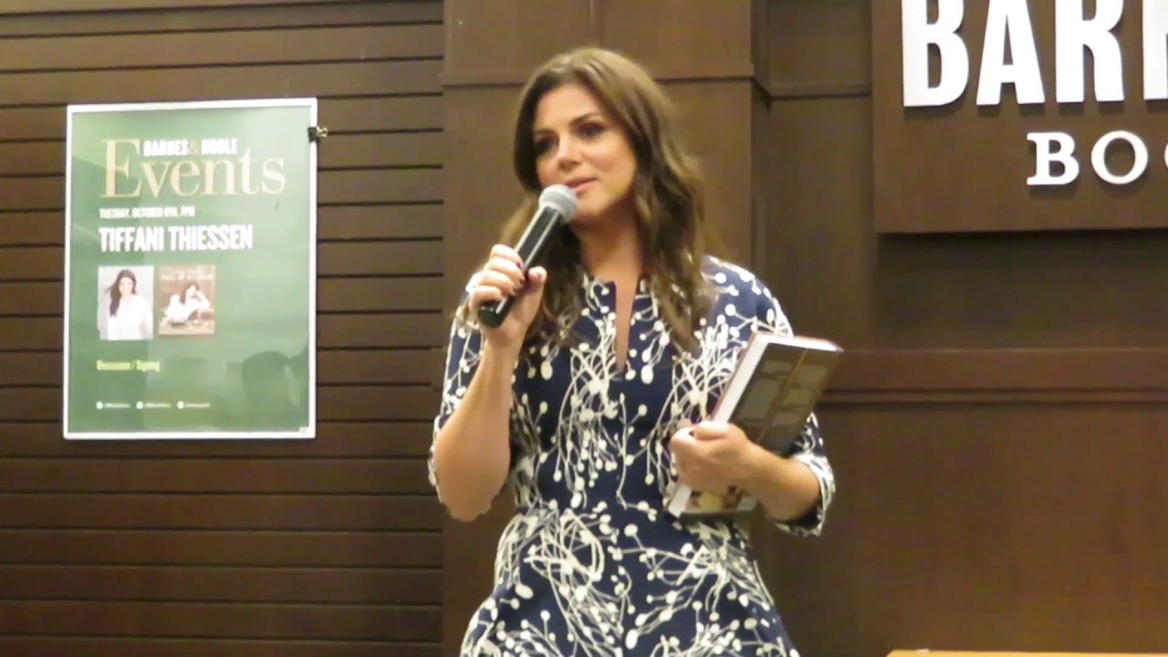 Tiffani Amber Thiessen Book Signing Barnes And Noble The Grove Los