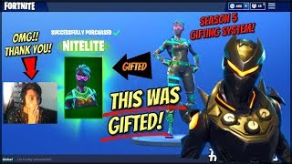 How Im Gifting The NiteLite And Oblivion Skins On Fortnite SEASON 5!! (Fortnite Gifting System)