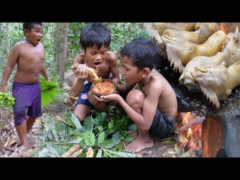 Cooking chicken head on a rock – eating delicious