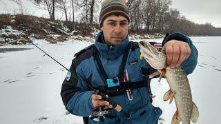 Щука на Балансир и Жерлицы. Зимняя рыбалка на озере
