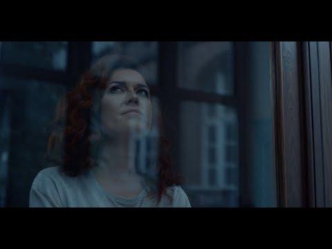 Amaryllis Temmerman - Handen op je rug (official video)