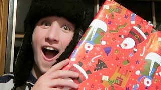 GUESSING SURPRISE CHRISTMAS PRESENTS WITHOUT OPENING THEM!! 🎄🎁