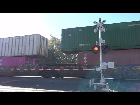 UP 6559 IG2OA Intermodal West, 3rd St. Railroad Crossing, West Sacramento CA