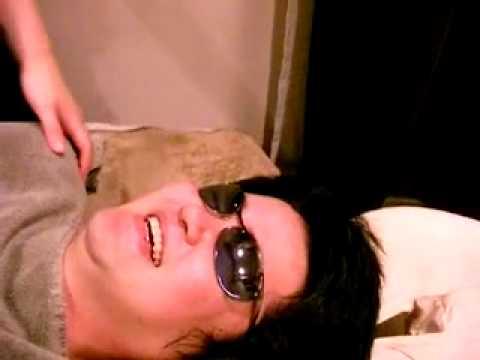 アロマオイルでマッサージをうけます Aroma Oil Massage