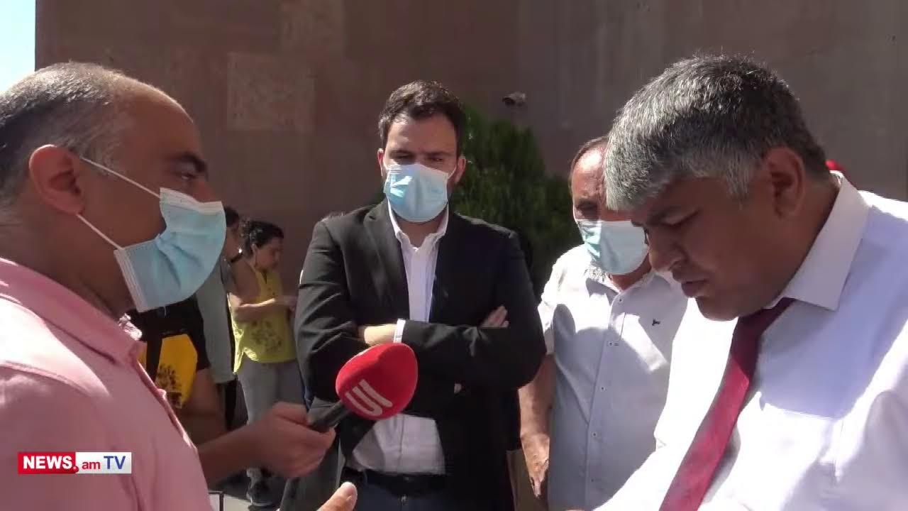 ՈՒղիղ.Ոստիկանները ուժով բերման ենթարկեցին քաղաքապետարանի դիմաց ակցիա անող Ֆիզգորոդոկի բնակիչներին