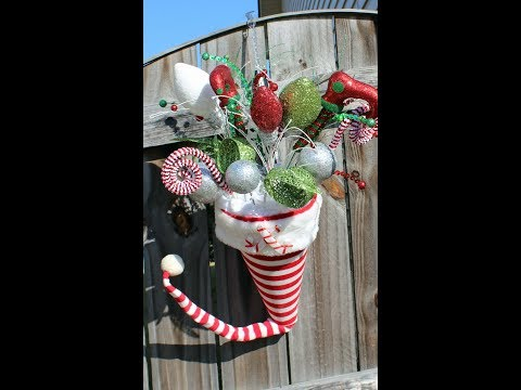 How to make an arrangement with a Santa Hat
