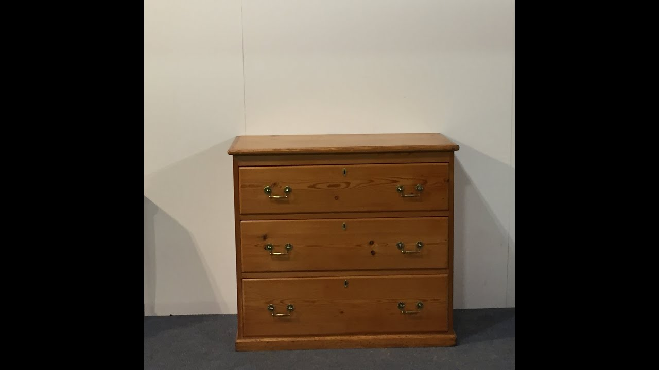 Traditional Old English Pine Chest Of Drawers   Pinefinders Old Pine  Furniture Warehouse