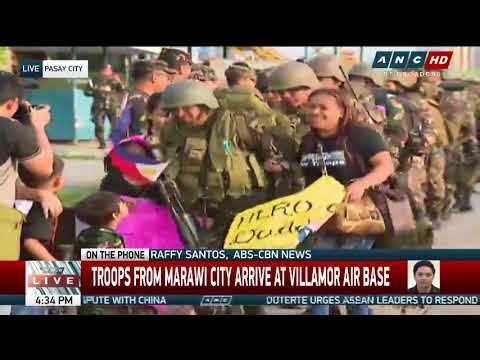 A snappy salute: Marawi soldiers reunited with loved ones