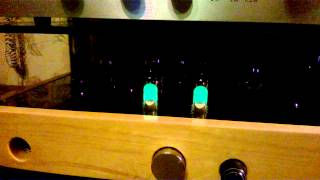 видео Однотактный ламповый усилитель на триодах по схеме Loftin-White (4 Вт)