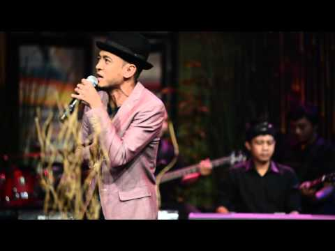 TOMOK - SEJARAH MUNGKIN BERULANG (LIVE)