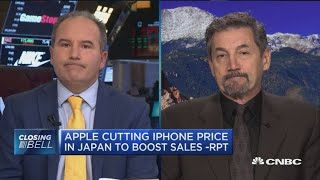It's been an 'avalanche' of bad news for Apple, but this investor isn't bearish on the stock yet