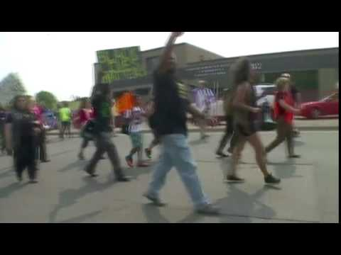 Minn. fair protesters rile police with 'pigs in a blanket' chant