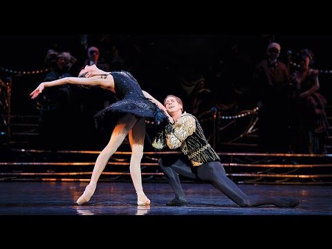 Swan Lake – Entrée and Adage from the Black Swan pas de deux (The Royal Ballet)