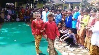 Download Video [Funny Video] Ekspresi Lucu Siswa SD Memperingati Hari Kartini MP3 3GP MP4