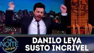 Danilo leva susto com aranha | The Noite (18/09/18)