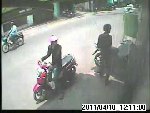 Clip ăn trộm xe mấy bị bắt tại trần - doctinhot.com