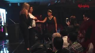 شاهد بالفيديو.. كيف تألقت 'منى زكي' في حفل الأهرام.. والموقف الكوميدي الذي جمعها بـ 'شريف منير'