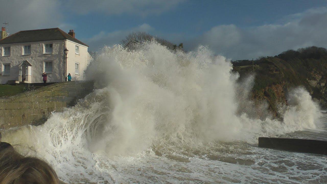 Storm 2014 Large Waves Pummel Cornwall Youtube