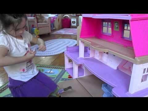 Girls' Reaction To Loving Family Dollhouse & Swim-sational School!