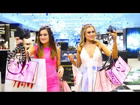 Barbie at the Mall! Barbie and Stacy Shopping Spree!!