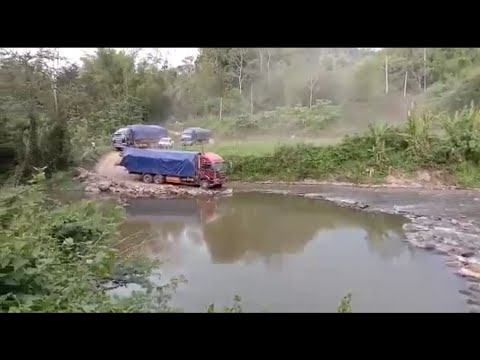 Lori KaYu Balak Malaysia Terjang Sungai Yang extreme