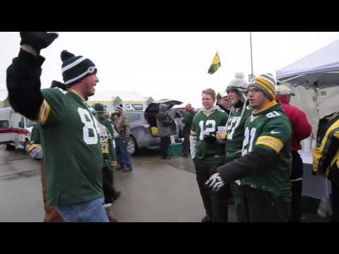 Packers fans reenact the awkward Chris Christie hug