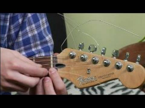 how to change strings on an electric guitar how to tune the b e guitar strings youtube. Black Bedroom Furniture Sets. Home Design Ideas