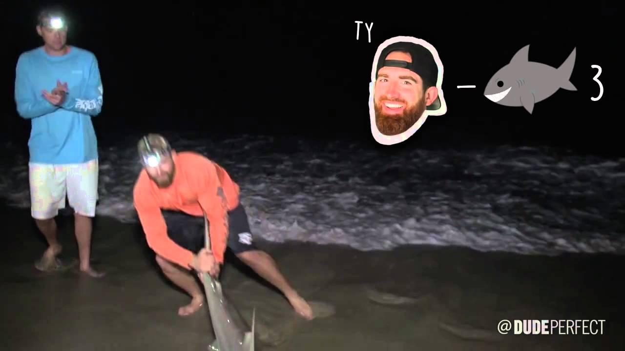 Shark fishing battle dude perfect youtube for Battle fish 2