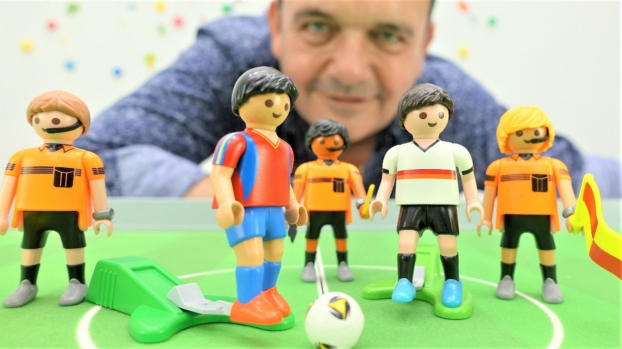 Vamos a jugar al fútbol. Futbolín para niños. Videos de juguetes - YouTube e4f4d457b652d