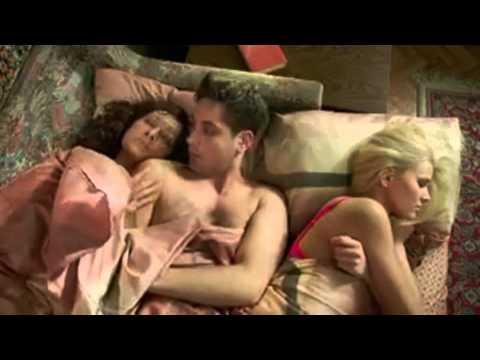 Смотреть сериал кухня 3 сезон секс вики макса в ванной