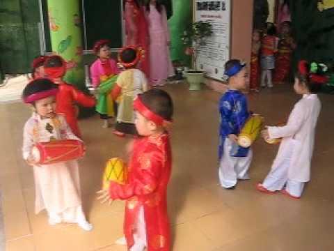 Đức Minh múa trống cơm -  Nguyễn Đức Phường