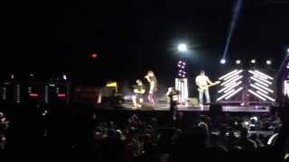 """Cole Swindell Performs the Song He Wrote for Thomas Rhett """"Get Me Some of That"""""""