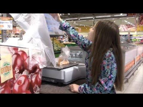 Закупаем продукты ночью в глобусе.