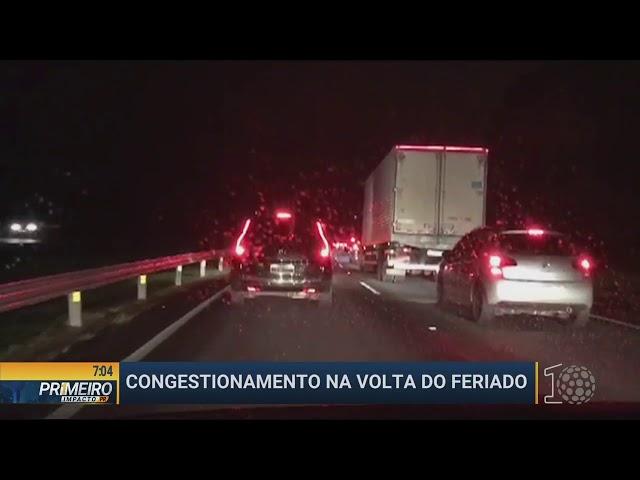 Congestionamento na volta do feriado - Primeiro Impacto PR de 04 06 2018 -  Curitiba e região 7a61a97d1e0