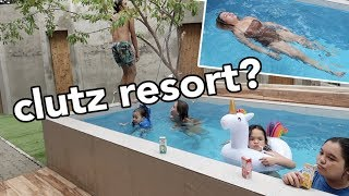 Gambar cover WELCOME TO CLUTZ RESORT! - anneclutzVLOGS