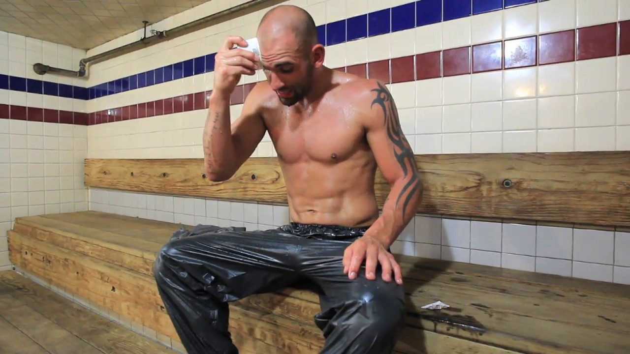 MMA fighter George Sullivan sheds more water weight at the sauna - YouTube