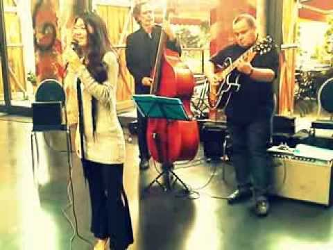 Beispiel: BLACK COFFEE JazzAgogo by STAND-ARTS Jazztrio Jazzband Berlin, Video: JazzAgogo.