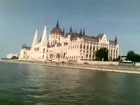 Le onde del danubio sullo spettacolare parlamento di for Votazioni parlamento oggi