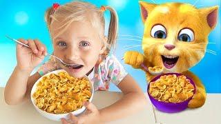 Алиса и Ева кушают со смешным котом