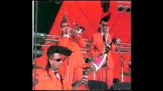 Watch Leningrad Cowboys Galina video