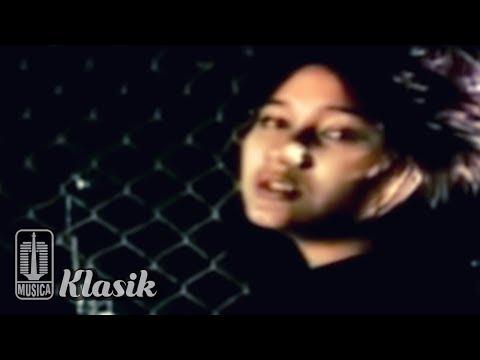 Nike Ardilla - Biarlah Aku Mengalah (Karaoke Video)
