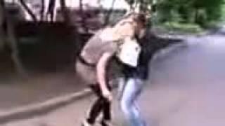 Пьяные девки веселятся  блондинка и брюнетка Приколы смотреть онлайн