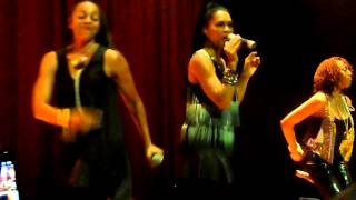 Watch En Vogue Hooked On Your Love video