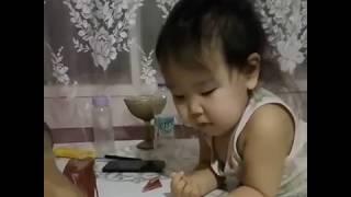 Ребенок, обожающий сырое мясо