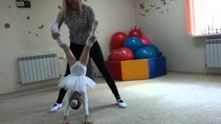 как научить ребенка делать колесо с 3х лет