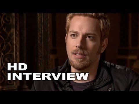 "Thor 2: The Dark World: Zachary Levi ""Fandral"" On Set ..."