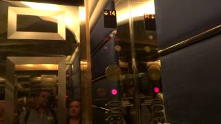 Dubai 2014. Discesa ascensore dal 27° piano del Burj Al Arab. (03.01.2014)