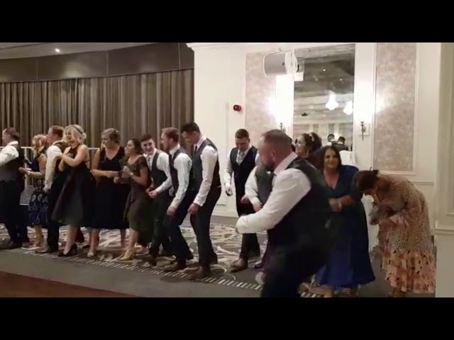 What a night! - Singing Waiter Shocks Guests - Singers Secreto