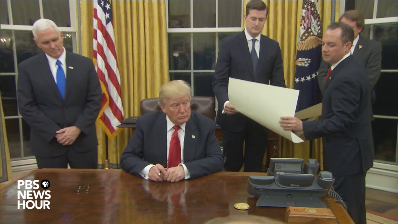 Watch President Trumpu0027s First Signings In Oval Office